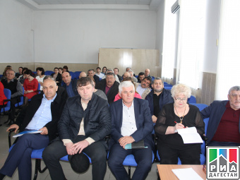 Лучших работников муниципалитета чествовали в Тарумовском районе