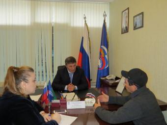 Депутат Магомед Асиятилов выслушал проблемы дагестанцев в региональной приемной «Единой России»
