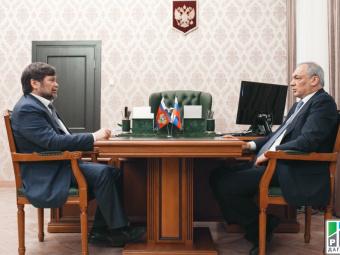 Магомедсалам Магомедов и Одес Байсултанов обсудили вопросы развития регионов СКФО