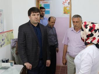 Глава Минтруда Дагестана рассмотрел обращения граждан в Кайтагском районе