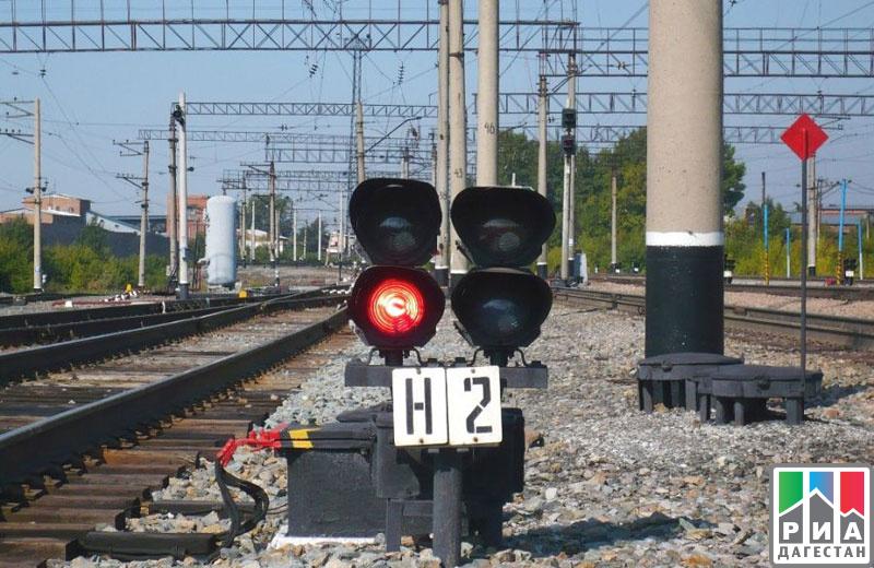 Пассажирский поезд сбил вДагестане местного жителя