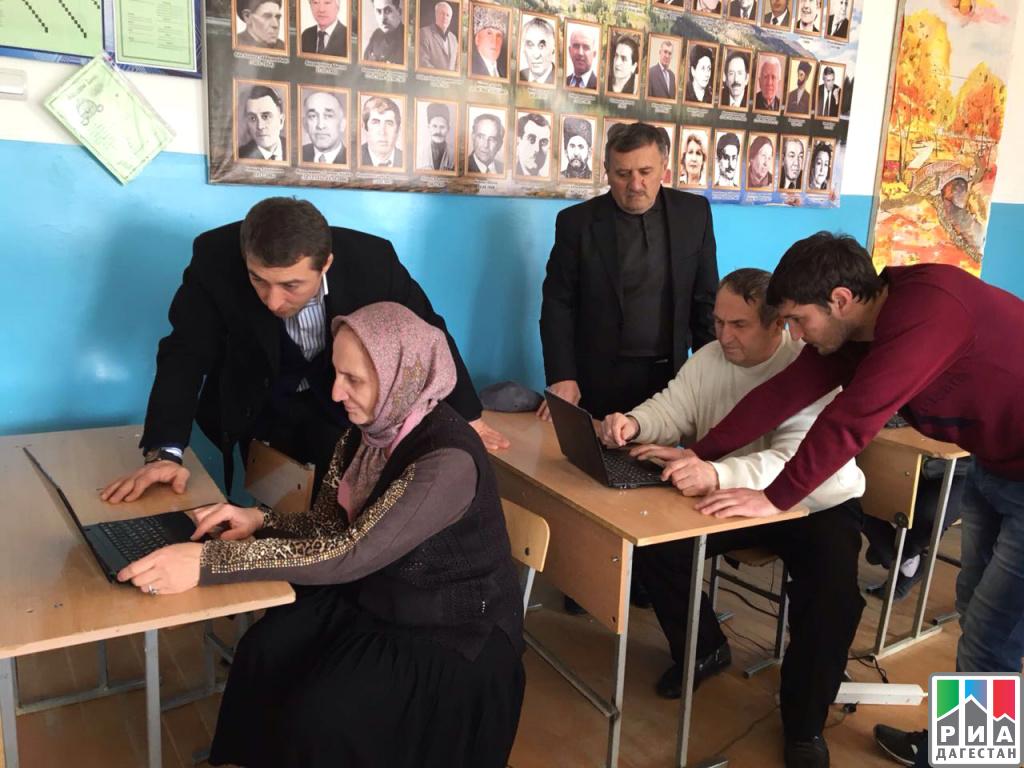 Пожилых людей обучают компьютерной грамотности вКумторкалинском районе