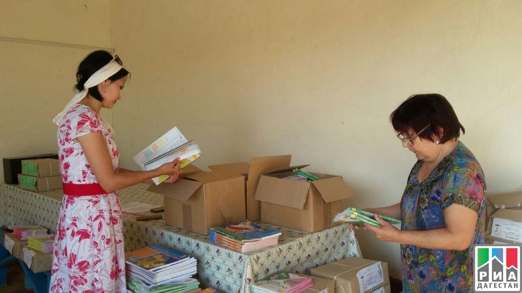 Школы неменее 40 муниципалитетов, приняли новейшую партию учебников