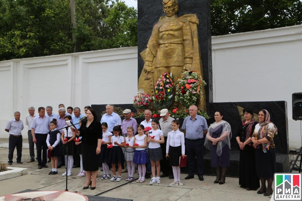 Торжественный митинг ко Дню памяти и скорби провели в Каякентском районе