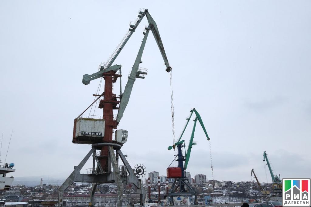 Правительственная делегация побывала вМахачкалинском морском коммерческом порту