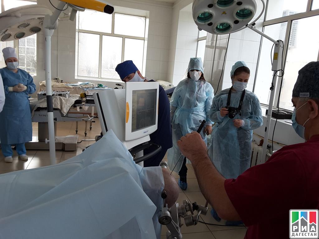 Дагестанские медработники получили новейшее оборудование для удаления опухоли мозга