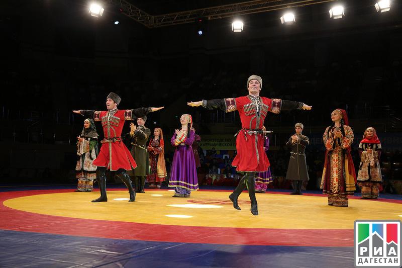 ВКаспийске начался турнир поборьбе памяти Гамида Гамидова