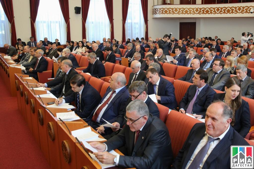 Руководитель Дагестана принял участие в10-й сессии Народного СобранияРД