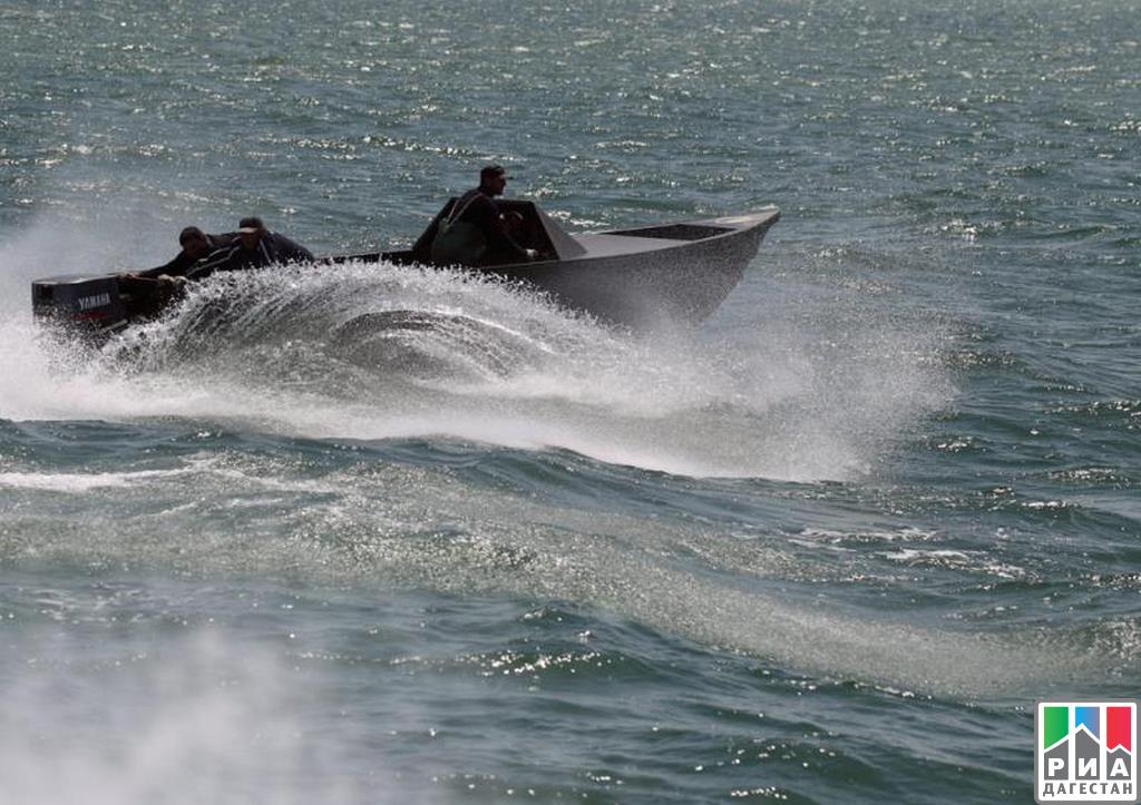 Таможенники Казахстана задержали лодку сроссийскими браконьерами