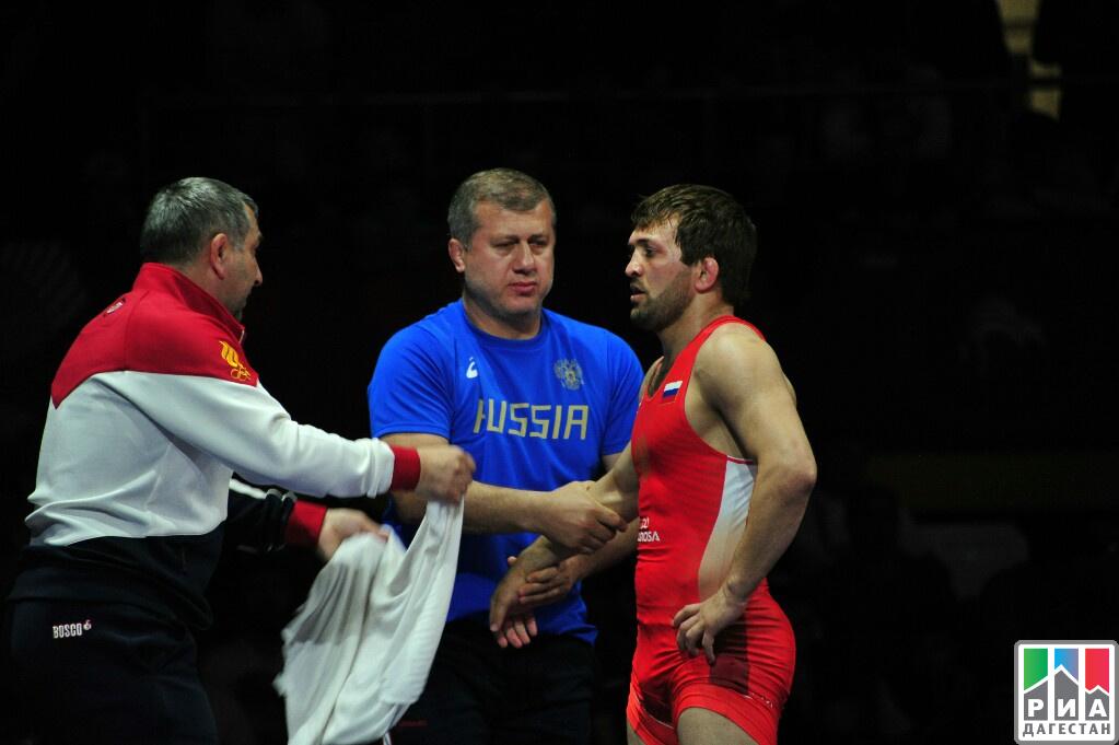 Русский борец вольного стиля Рашидов завоевал золотоЧЕ вКаспийске