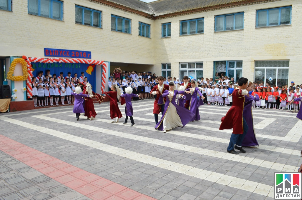 В школах Василеостровского района прозвенел последний звонок