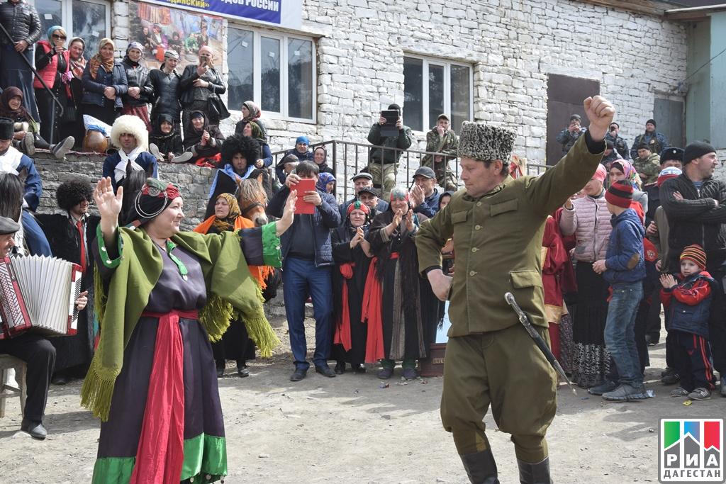 Руководитель Миннаца Дагестана приняла участие древнем обряде «Кьаба»