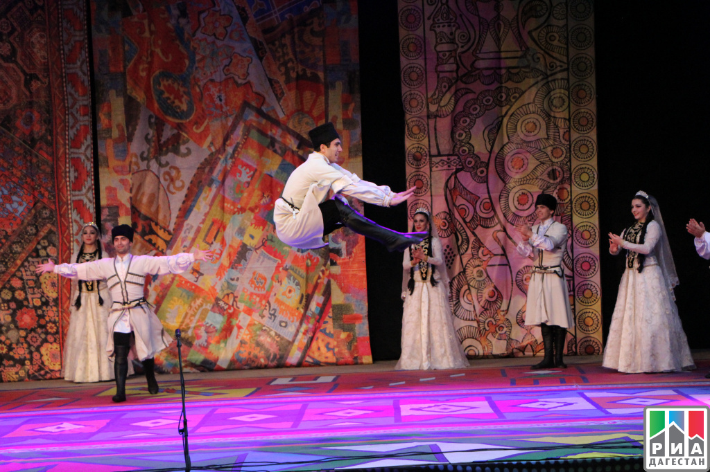 «Дни традиционной культуры» Свою программу представил Буйнакский район.