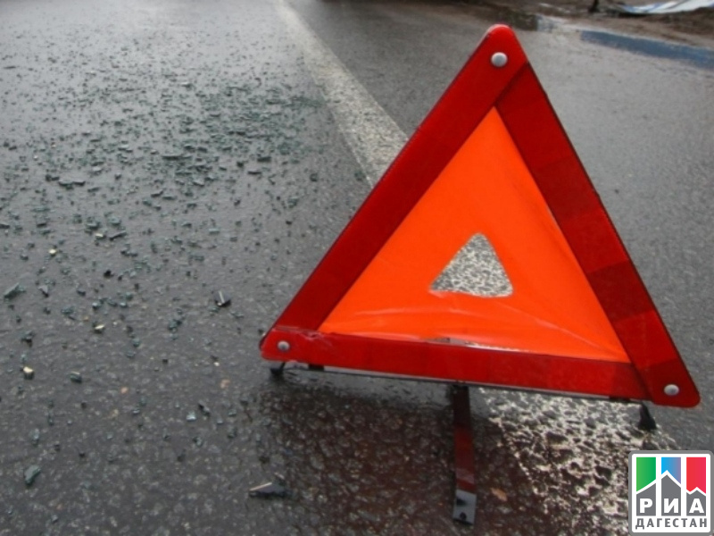 Три человека погибли при падении машины собрыва вДагестане
