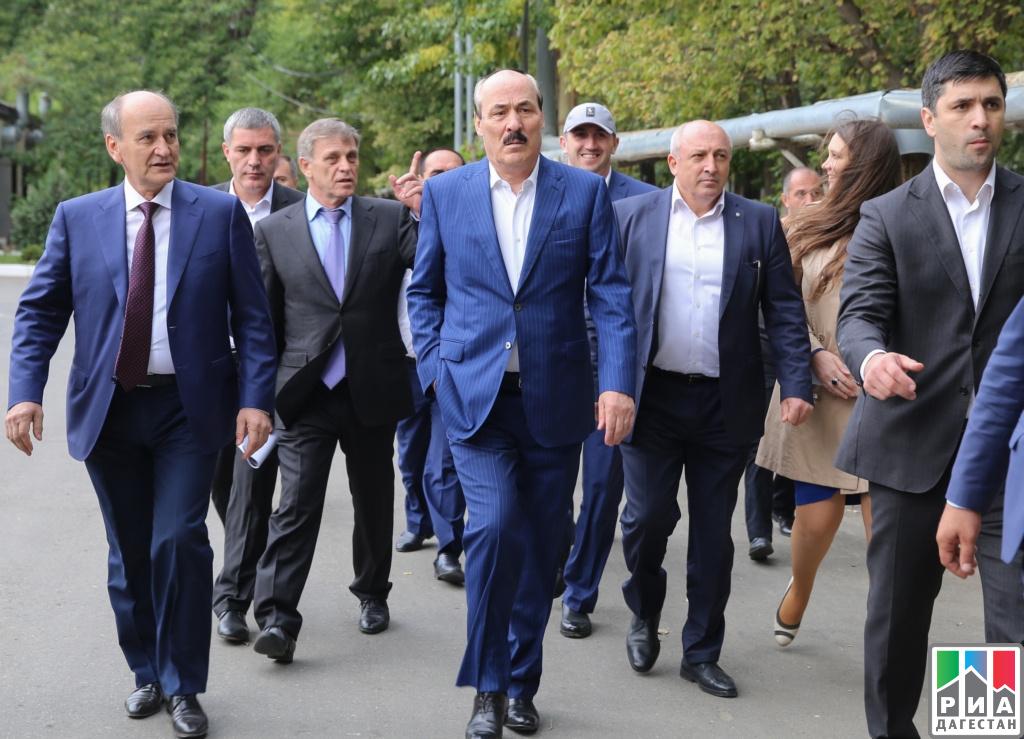 Рамазан Абдулатипов проинспектировал строительство центра лучевой терапии вМахачкале