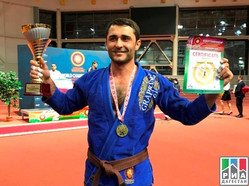 Уроженец Дагестана, работающий вмосковской прокуратуре, стал чемпионом мира погрэпплингу