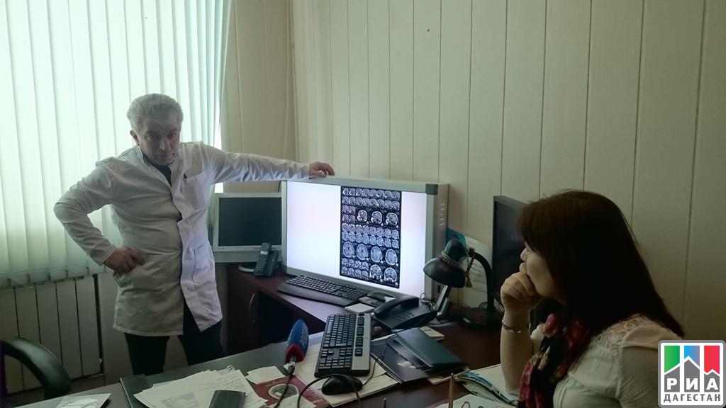Нейрохирурги республиканской медицинской клиники осваивают новейшее оборудование