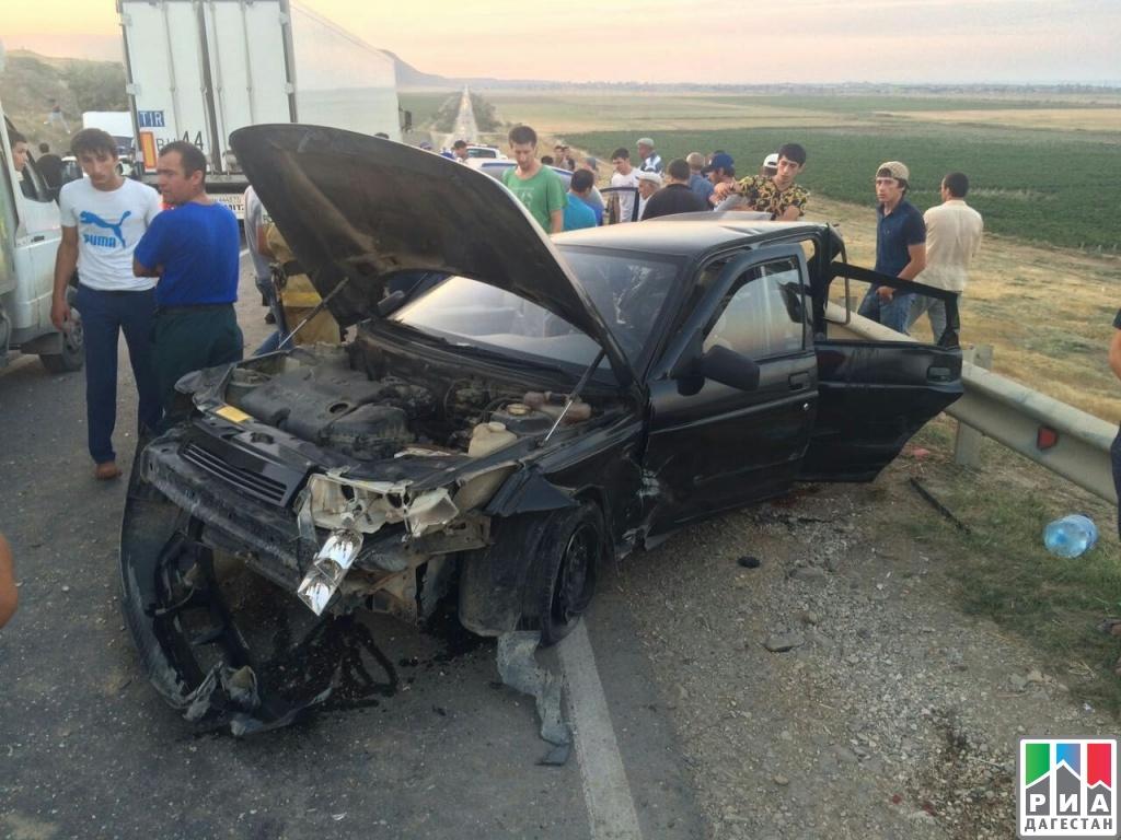 Натрассе вДагестане столкнулись три автомобиля. Погибли два человека