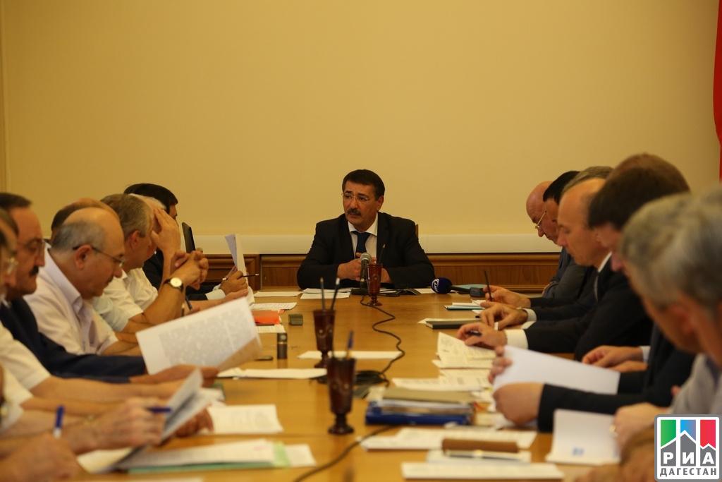 Вице-премьер Шамиль Исаев провел совещание по вопросу повышения платежей за потребленный газ