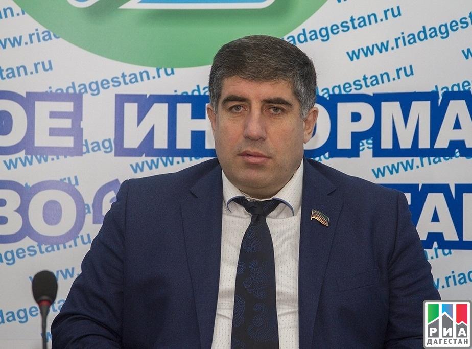 Нариман Асваров предложил ввести в Дагестане праздник «День внука»