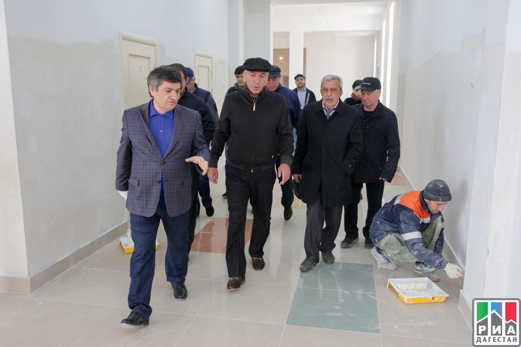 Премьер Дагестана проинспектировал строительство школы вМахачкале