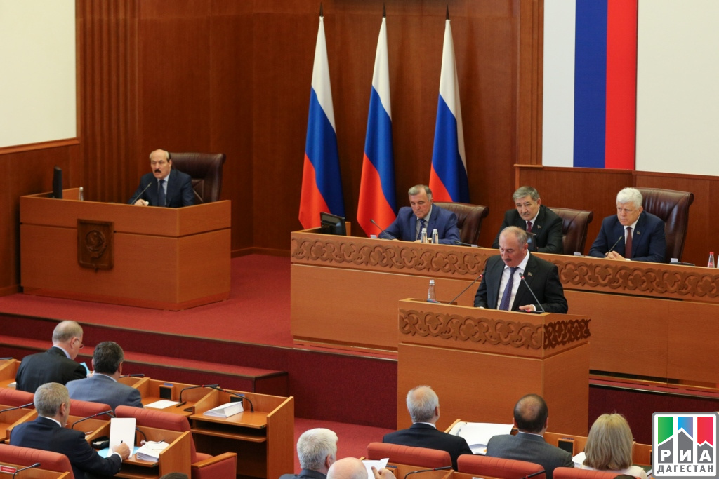 Рамазан Абдулатипов принял участие всессии Народного СобранияРД