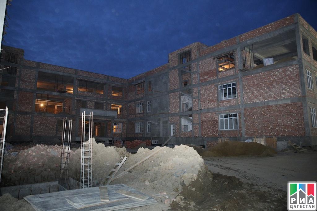 Абдусамад Гамидов осмотрел строящуюся школу вмикрорайоне Эльтав