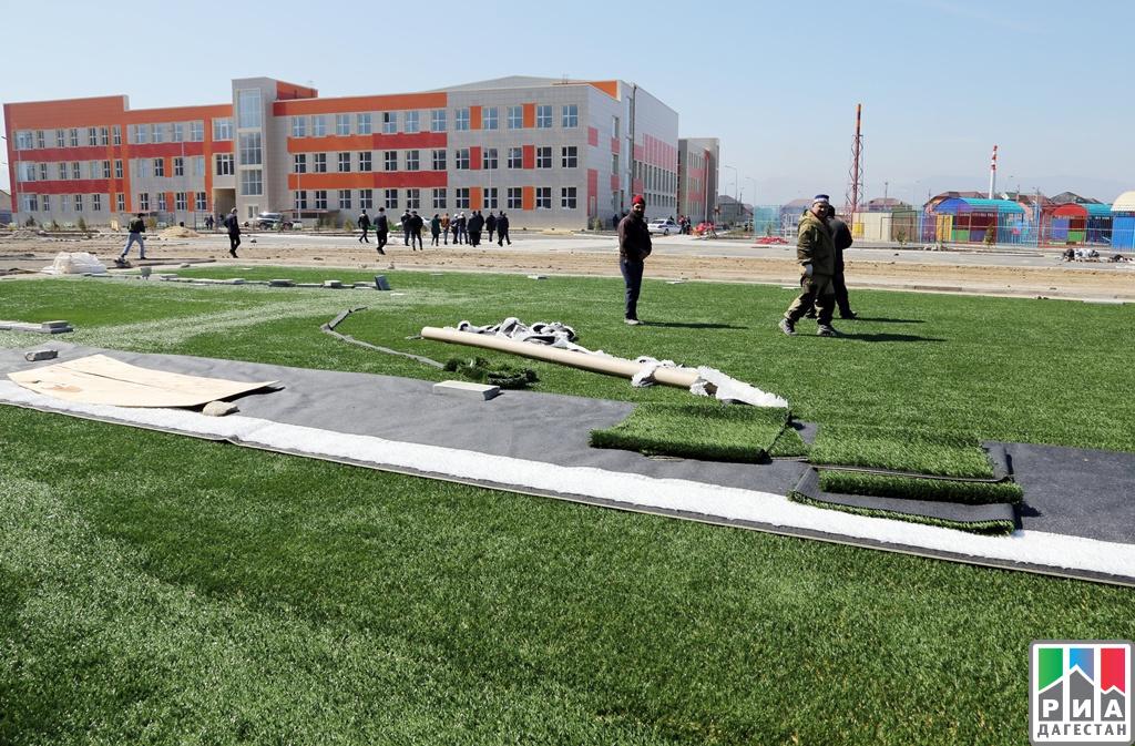 Строительство актуальной для нашего времени школы вКаспийске проинспектировал Абдусамад Гамидов