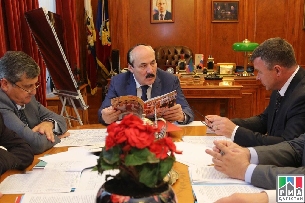 Орабочих встречах Рамазана Абдулатипова сруководителями Кизлярского иТарумовского районов