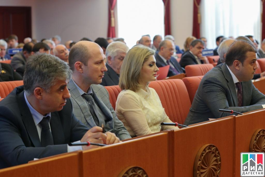Руководитель Дагестана принял участие всессии Народного СобранияРД
