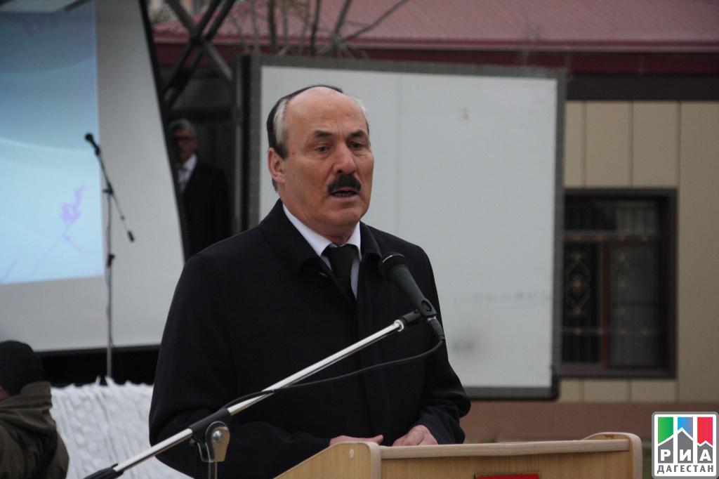 Около тысячи человек вКаспийске почтили память погибших военнослужащих иихсемей