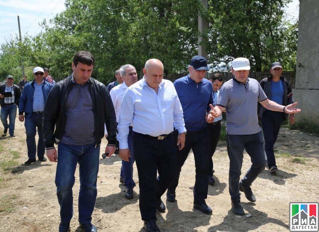 Абдусамад Гамидов иДжамбулат Хатуов побывали увиноградарей вКарабудахкентском районе Дагестана