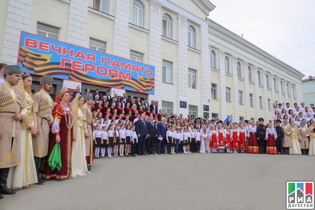 Коллектив Дагкомрелигии посетил акцию памяти искорби наУниверситетской площади Махачкалы