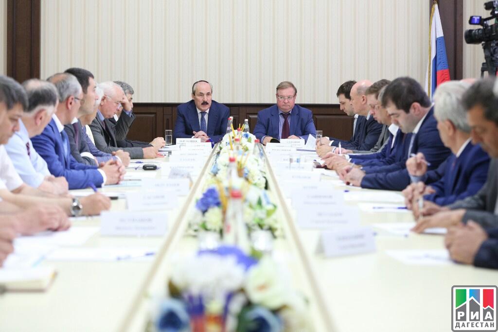 Сергей Степашин и Глава Дагестана Рамазан Абдулатипов провели совещание в мэрии Дербента