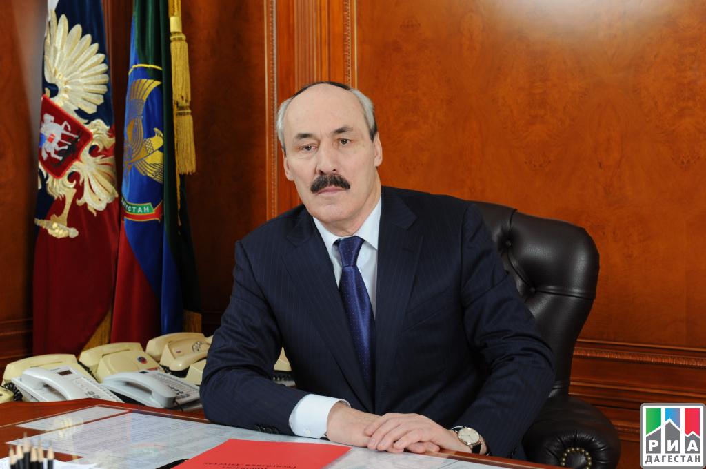 Поздравление руководителя города Махачкалы Мусы Мусаева сДнём служащих военных комиссариатов