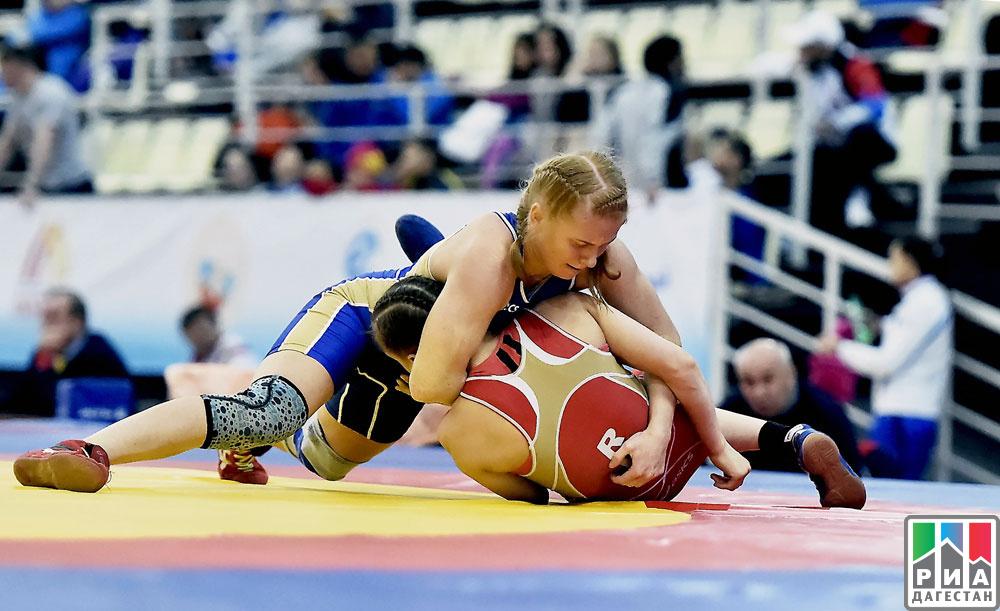 ВКаспийске стартовал чемпионат Российской Федерации  поженской борьбе