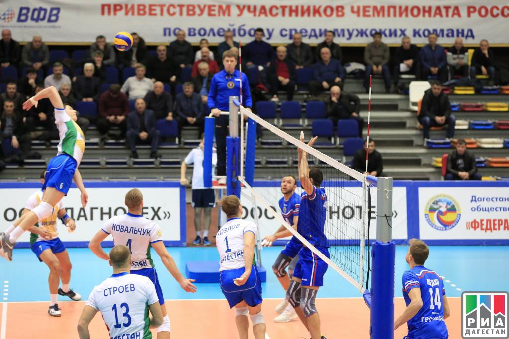 Руководитель Дагестана посетил волейбольный матч вКаспийске