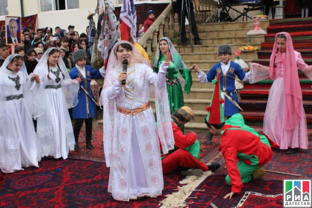 Праздник «Золотая осень» провели нафестивале азербайджанской культуры вДербентском районеРД