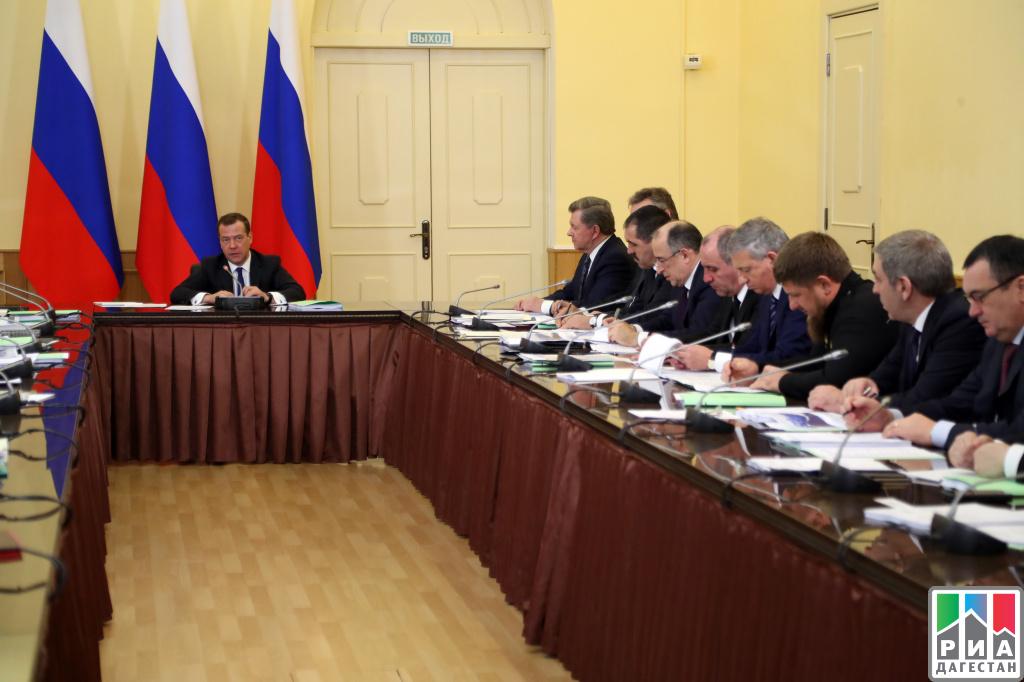Д. Медведев поведал оперспективах развития туризма наКМВ