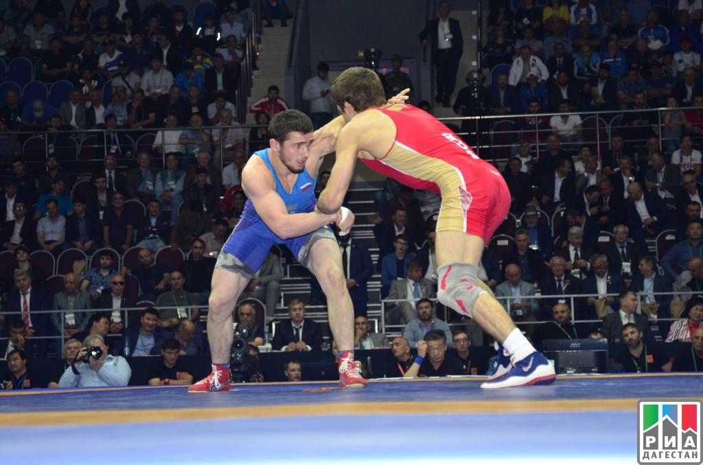 Цыбик Максаров завоевал бронзу Чемпионата России-2017 повольной борьбе