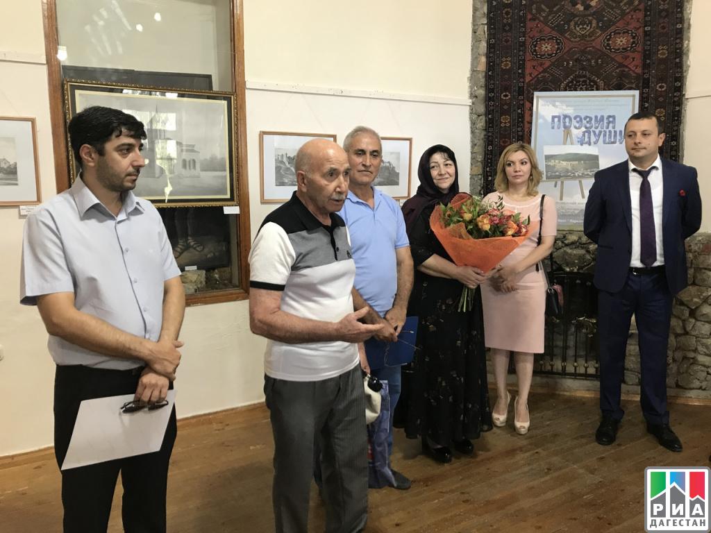 ВДербенте открылась выставка «Поэзия души»