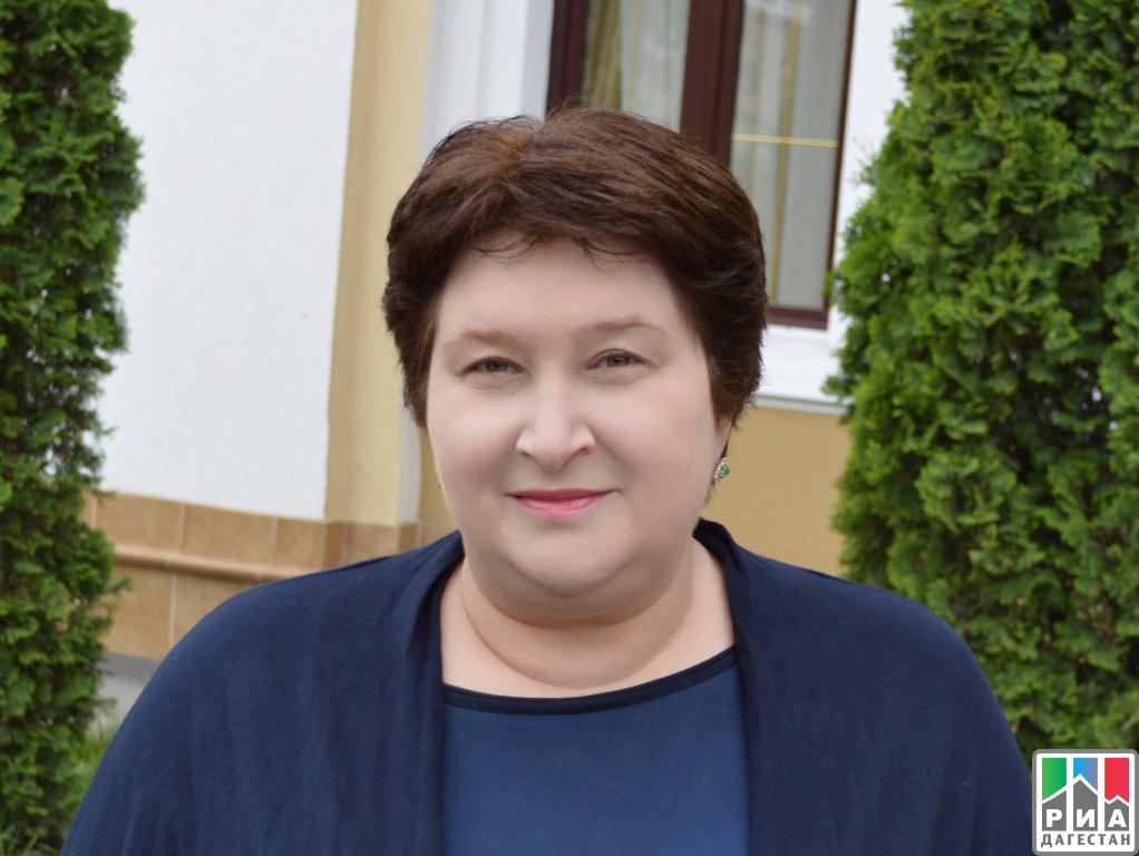Руководитель Республи посетил Дагестанский музей изобразительных искусств им.П. С. Гамзатовой
