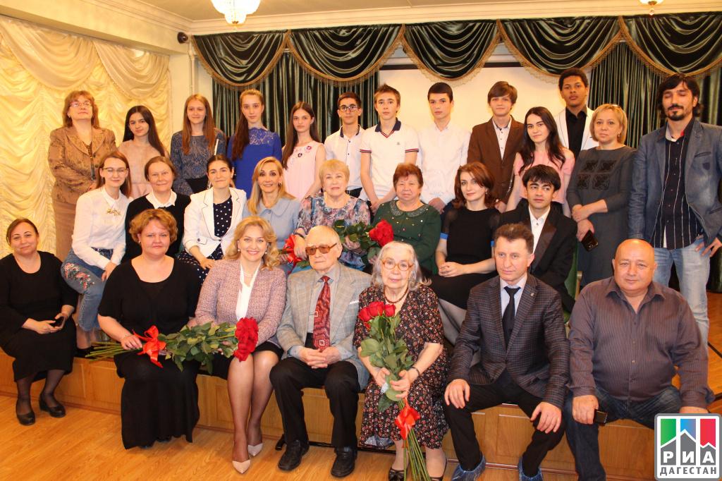 Школа Мурада Кажлаева для особо одаренных детей вМахачкале отпраздновала 1-ый выпуск