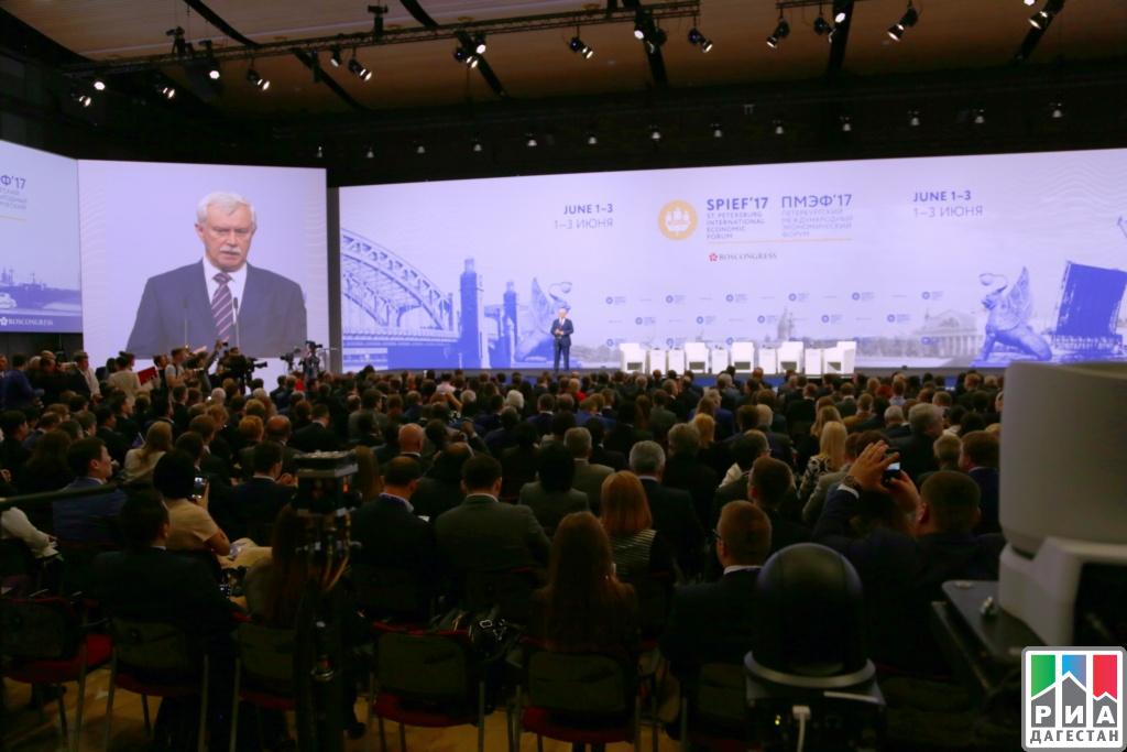 Рамазан Абдулатипов учавствует вПетербургском международном экономическом пленуме