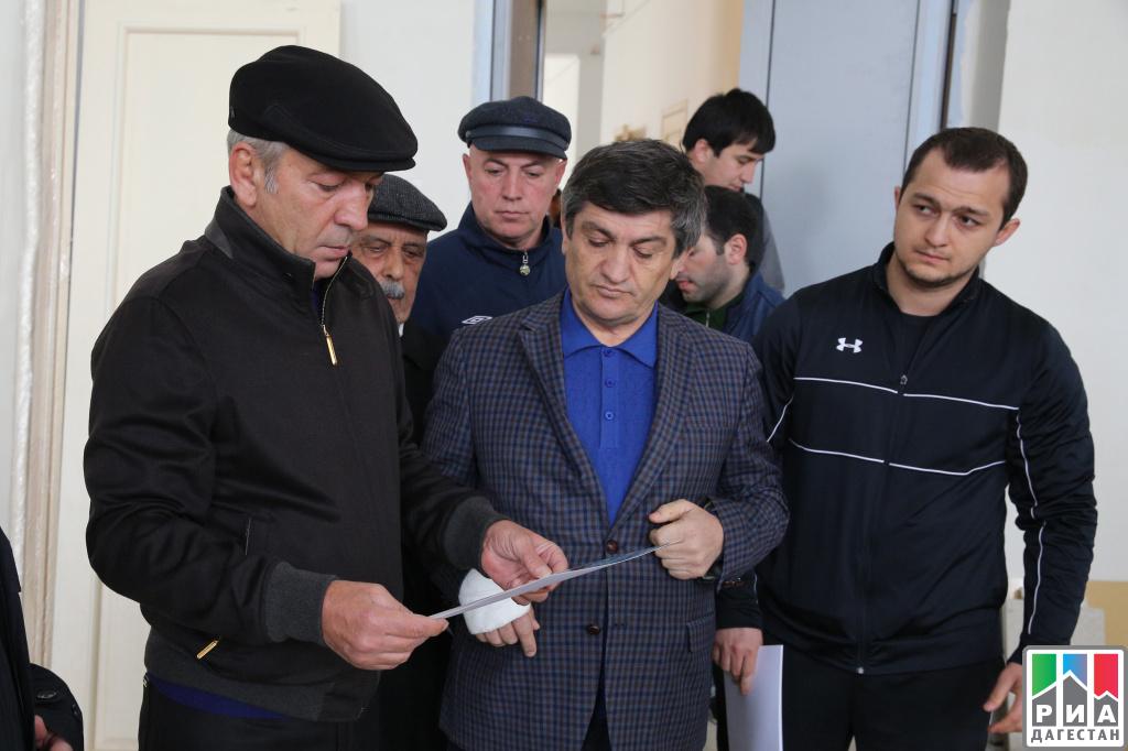 Премьер Дагестана осмотрел строящуюся вмикрорайоне Ак-Гель школу