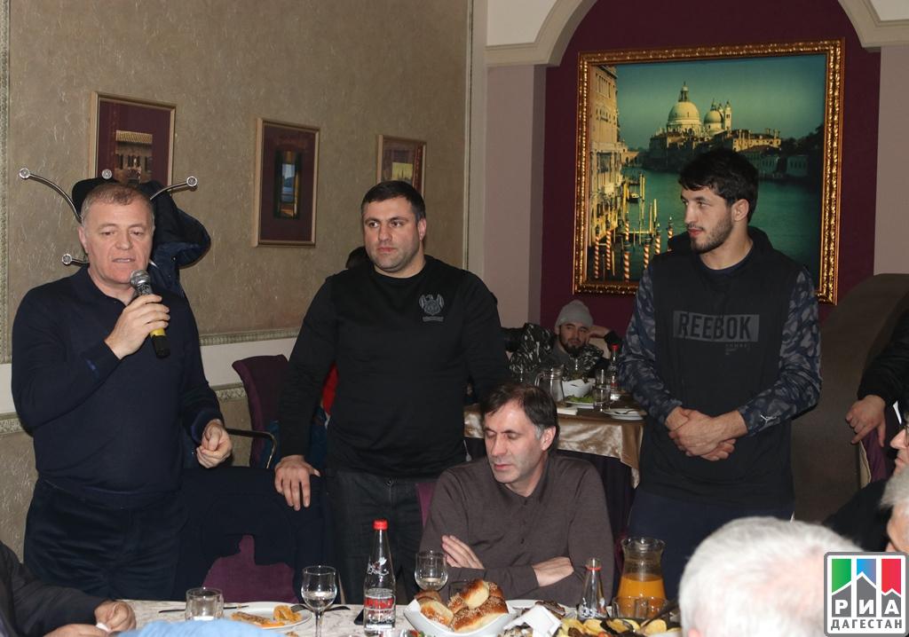 Бойцов Ислама Махачев иРашида Юсупова встретили вМахачкале после побед