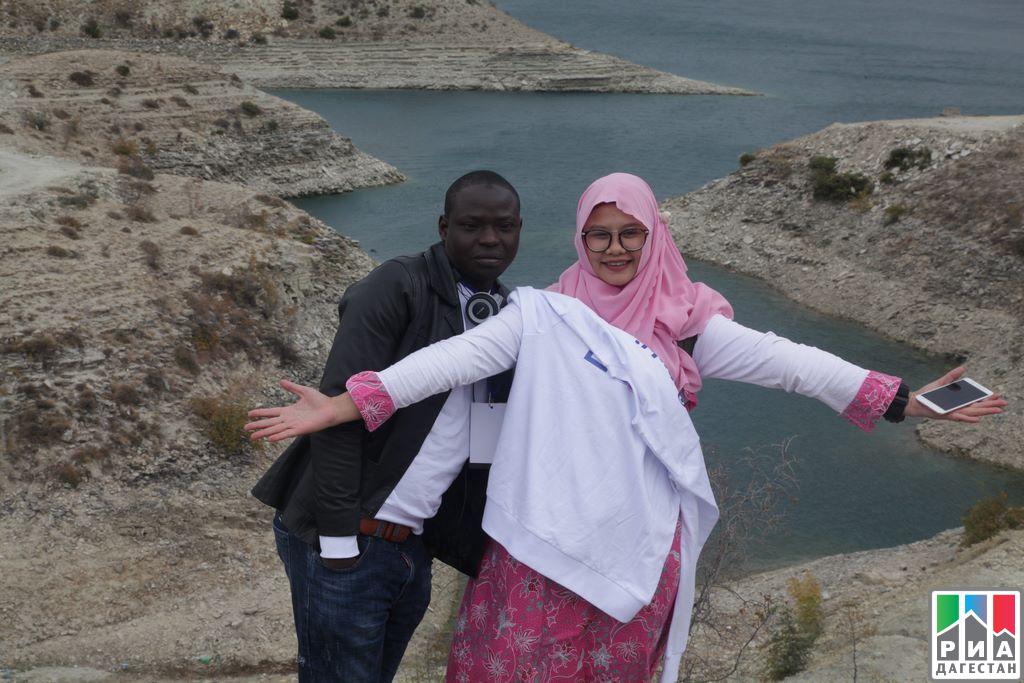 Зарубежные делегаты XIX Всемирного фестиваля молодежи истудентов посетили Сулакский каньон