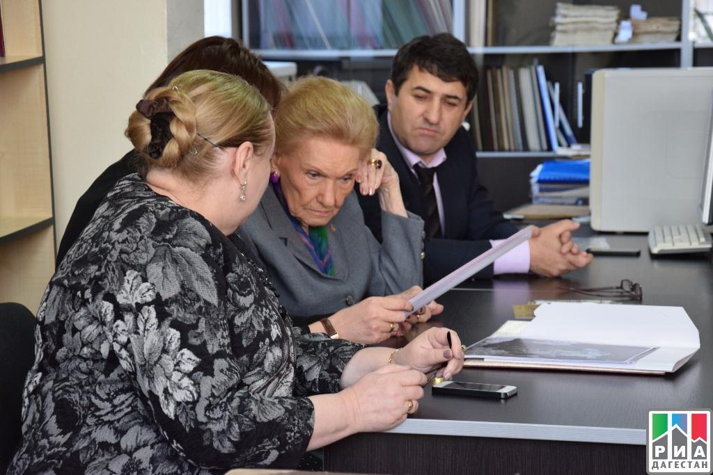 Княгиня Ольга Куликовская-Романова посетила Центральный архив и музей изобразительных искусств Дагестана
