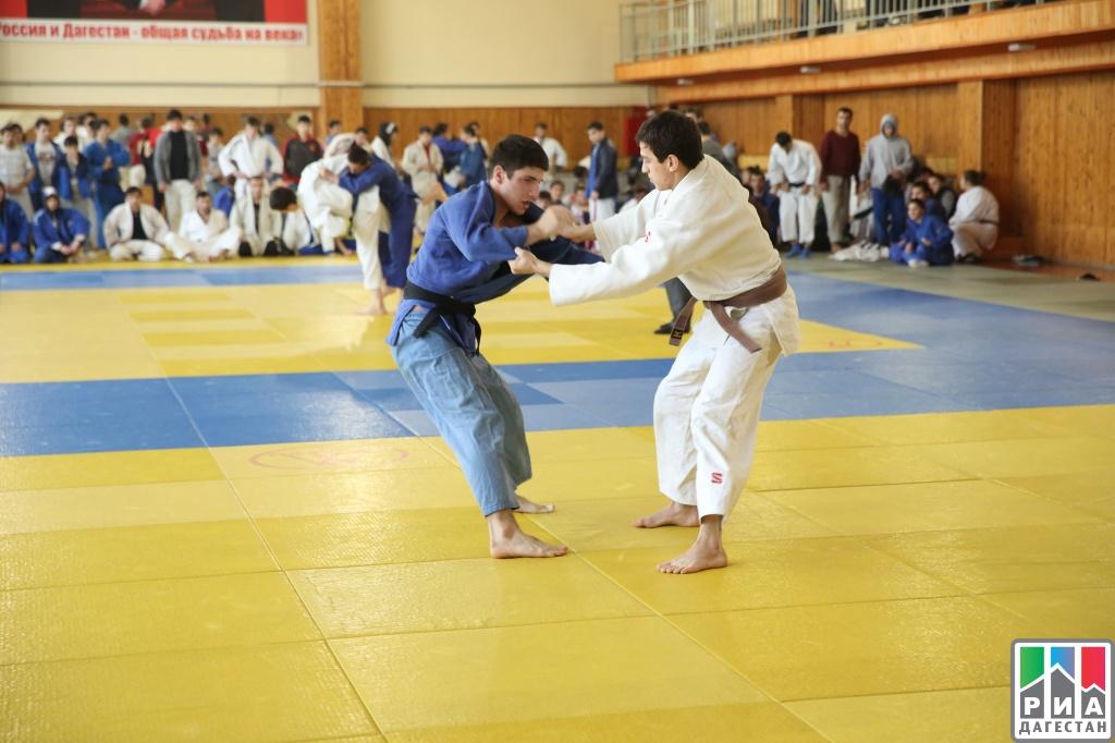 Международный спортивный турнир высочайшего статуса открылся вГрозном