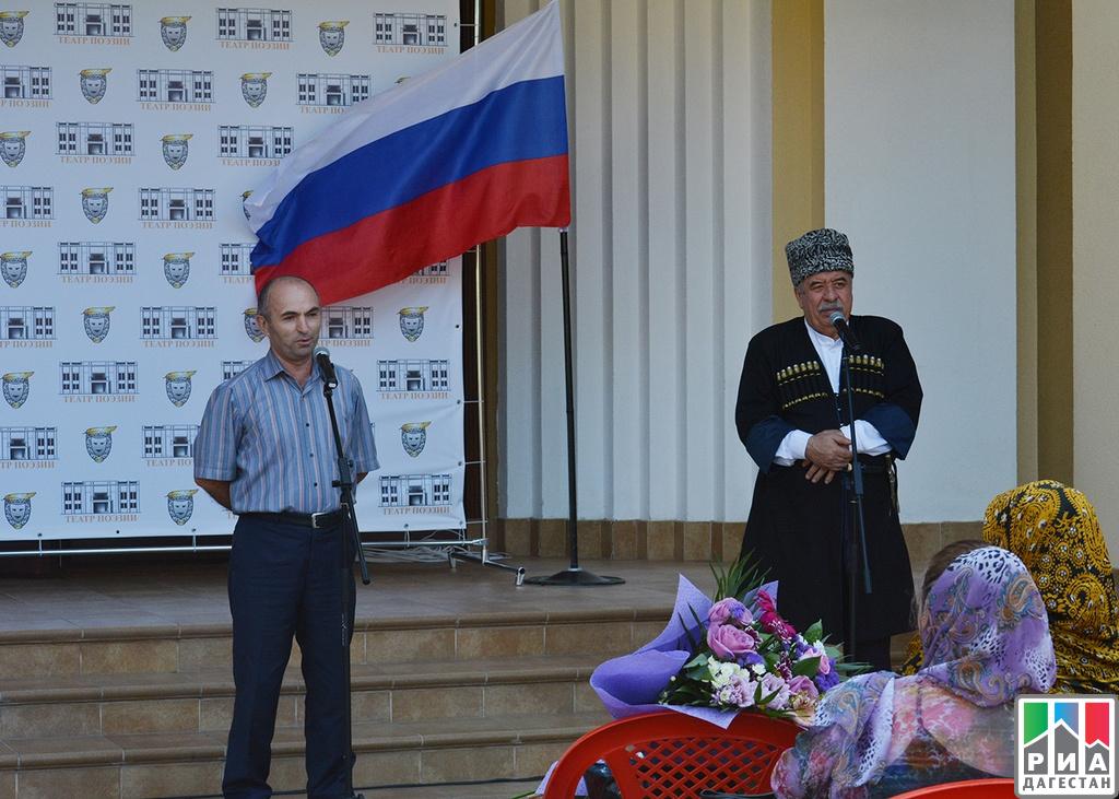 Эльдар Карагишиев поздравил граждан Бабаюртовского района сДнем Конституции Республики Дагестан